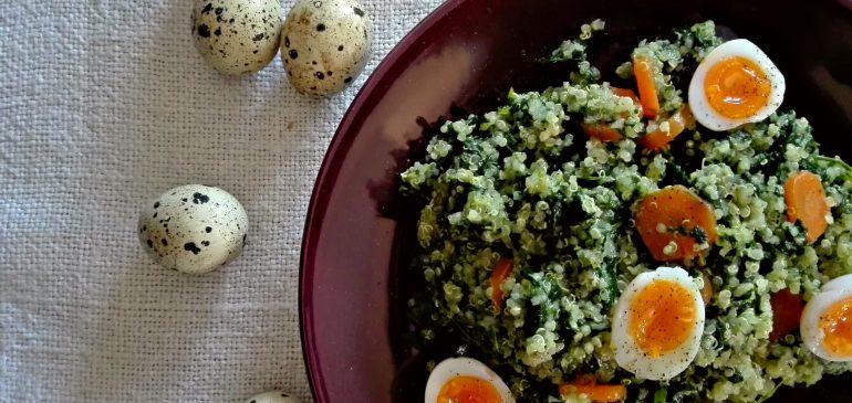 Topla SALATA od KINOE i SPANAĆA sa prepeličijim jajima