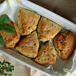 Pogačice sa MLADIM LUKOM i KISELOM PAVLAKOM – Spring Onion Biscuits