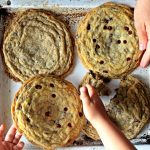 Veliki Čokoladni KEKS – Giant Chocolate Chip Cookie
